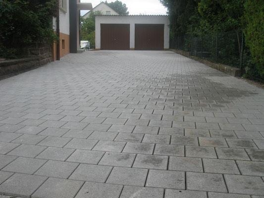 Hoffläche Pasero Drainpflaster 20 x 20 grau Läuferverband ( in Rastatt )