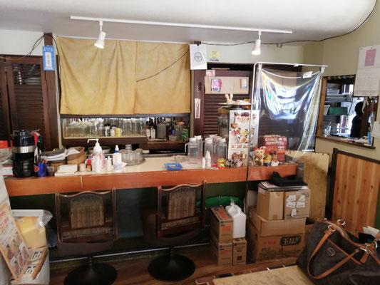 喫茶店D店内カウンター