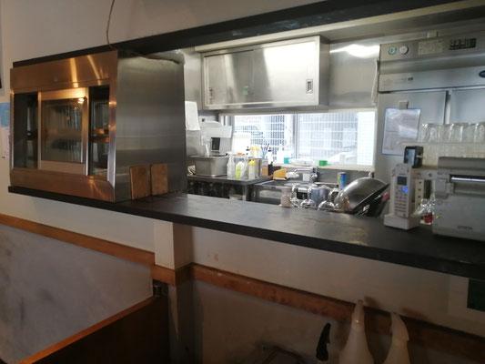 店内からの厨房
