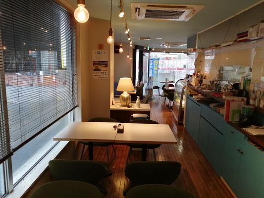 喫茶店C店内4