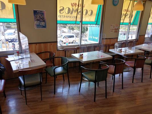 喫茶店D店内座席1
