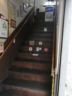 喫茶A入口上り階段