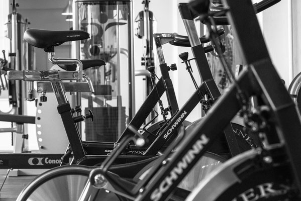 Stationäres Fahrrad Herz-Kreislauf-Training zur Gewichtsreduktion