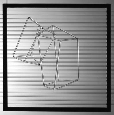 """""""Lichtspiel"""", 2009, 30x30x17cm, Glas und schwarzer Holzrahmen"""