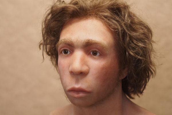 """Rekonstruktion eines Neandertalerjungen """"Le Moustier"""" Neues Museum Berlin  Sammlung für Vor- und Frühgeschichte"""