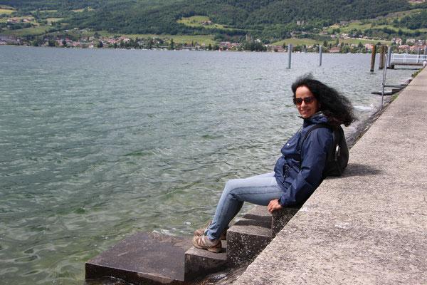 auch Eliane geniesst es am Wasser