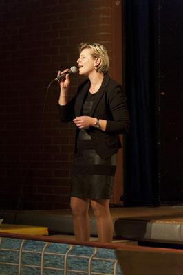 Sängerin Sabine Hirczy