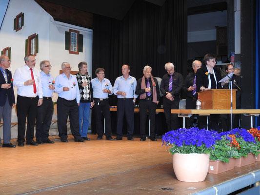auch vier Männer vom Männerchor wurden geehrt.