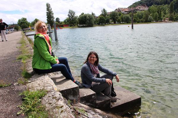 am See sitzen in der Regenpause