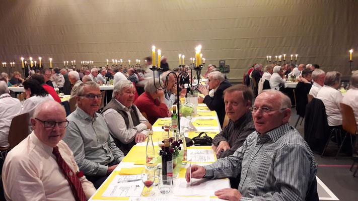 Einige Mitglieder vom Männerchor Biel-Benken