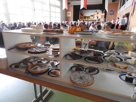 Kuchenbuffet für die volle Halle
