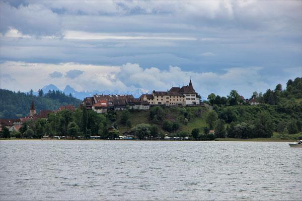 Erlach mit Schloss