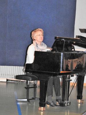 Aline unsere Klaviervirtuosin