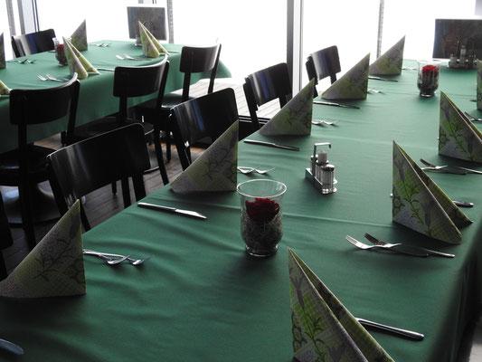 Sehr schön gedeckter Tisch erwartet uns.