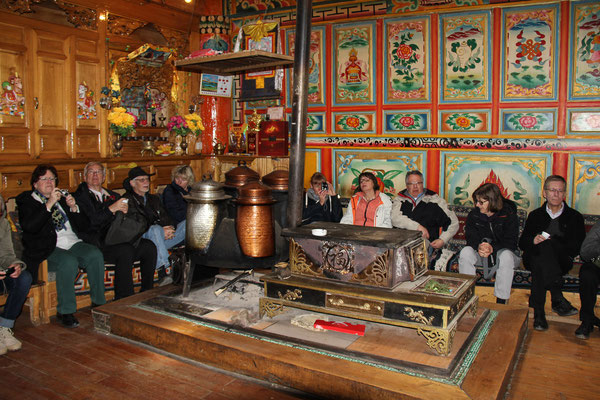 "Bei einer Familie in XIANGGELILA 香格里拉 (""Shangri-La"")."