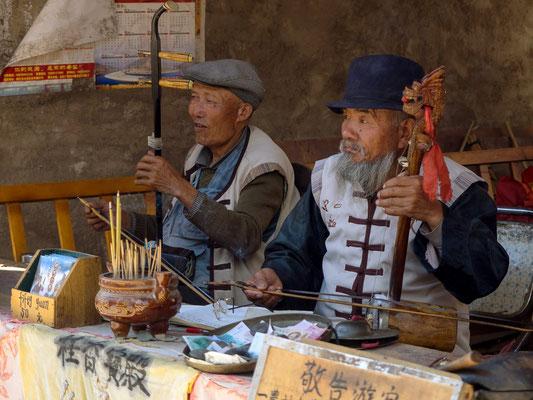 Straßenmusiker in BAISHA 白沙 , der frühesten Siedlung der NAXI 纳西族 in der Nähe von LIJIANG 丽江.
