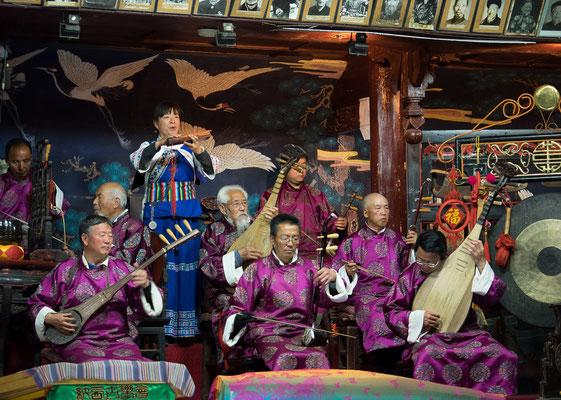 Orchester für traditionelle Musik der NAXI 纳西族 in LIJIANG 丽江.