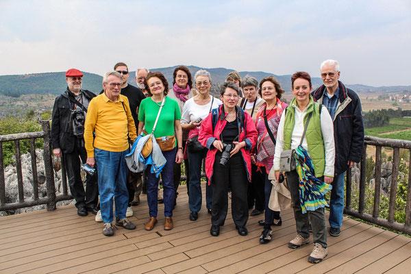 "Reisegruppe am SHILIN 石林 (""Steinwald"") in KUNMING 昆明."