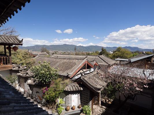 Ausblick über die Altstadt von LIJIANG 丽江.