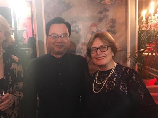 Vereinsvorsitzende Sigrid Deussen mit dem neuen Generalkonsul SUN CONGBIN  孙从彬.