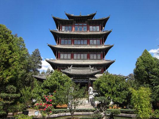 "WANGU LOU 万古楼 (""Blick-in-die vergangenheit-Pavillon"") auf dem SHIZI SHAN 狮子山 (""Löwenhügel"") in LIJIANG 丽江."