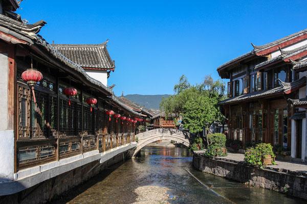 Wasserläufe bestimmen das Bild der Altstadt von LIJIANG 丽江.
