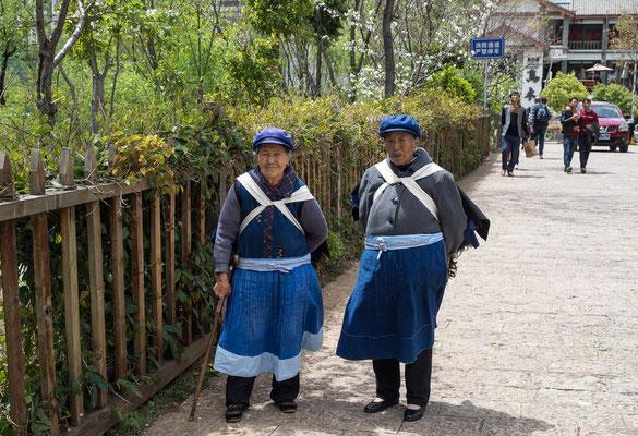 Frauen in der Tracht der Volksgruppe der NAXI 纳西族 .