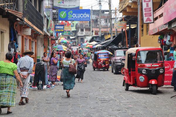 Mercado San Pedro La Laguna Atitlan-See, Foto by Mama
