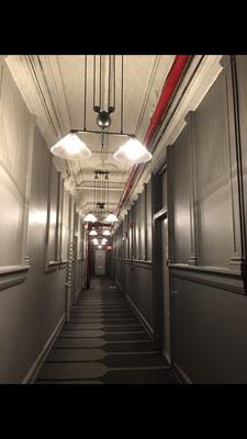 studio前の廊下。レトロでシックです。
