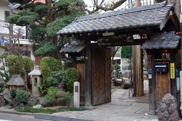 近くの旧家。杉並区和田は青梅街道から南に入った閑静な住宅街です。