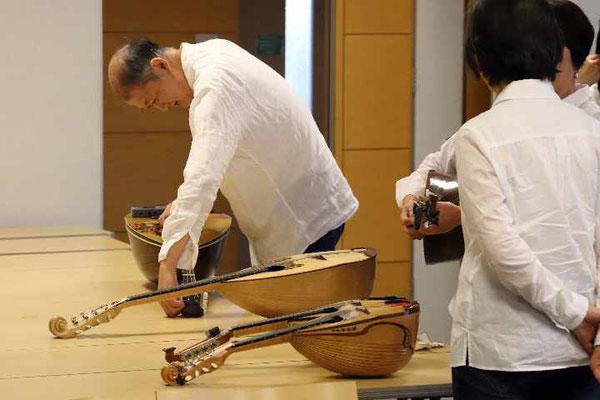 休み時間は調弦で忙しい。