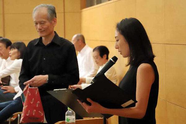 演奏会当日は11月24日と、ひと月早いクリスマスイブ。20名の方に抽選でアクセサリーをプレゼント。