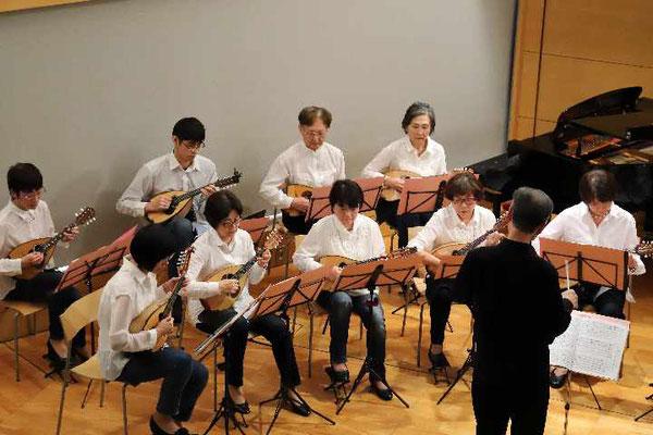 「晩年に」「3つのスペイン風舞曲」はマンドリンオリジナル曲とクラシックの曲で少し手強い。