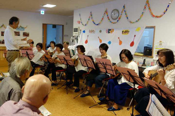 初めに桜新町にちなんで「サザエさん」のテーマ曲をお送りします。