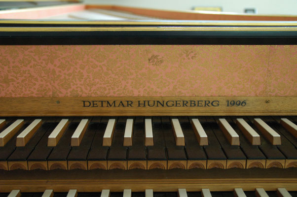 Double manual harpsichord French ( after Pierre Donzelague ) Detail from keyboard © photo A.Heinrichs-Heger