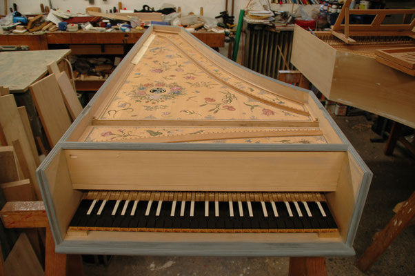 Harpsichord after Couchet, 1645 (Edinburgh, Russel-Collection), 1 × 8-ft, 1 × 4-ft © photo A.Heinrichs-Heger