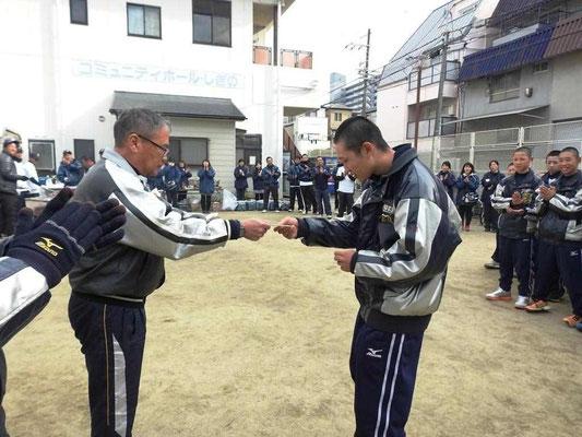1位 2年生 香川君 監督からご褒美のお年玉です。