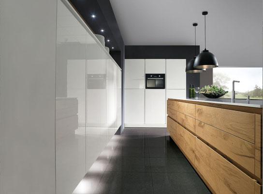 cuisine blanche et bois effet chêne fendu chez cuisine design Toulouse
