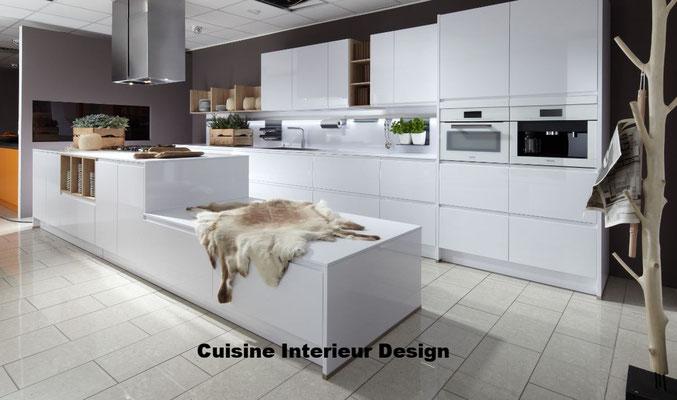 cuisine design en laque avec ilot décalé schroder Toulouse  tendance 2017