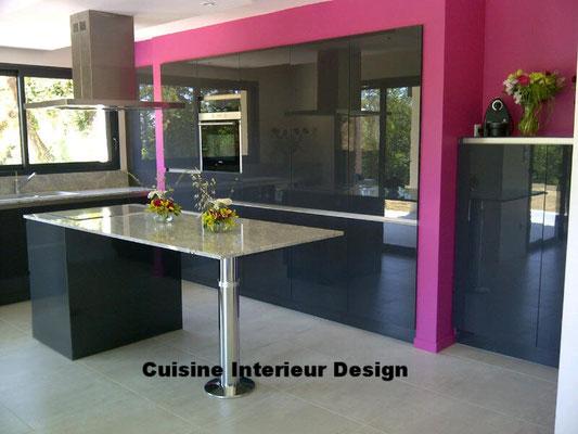 #cuisineinterieurdesign#création#toulouse#moderne#cuisine#design#ilot#mur#d#armoires#laquées#sans poignées