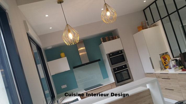cuisine contemporaine bois et laque mate avec verrière par cuisine design Toulouse