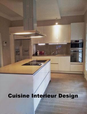 cuisine design avec ilot en sillestone hotte novy par cuisine intérieur design posée à aucanville