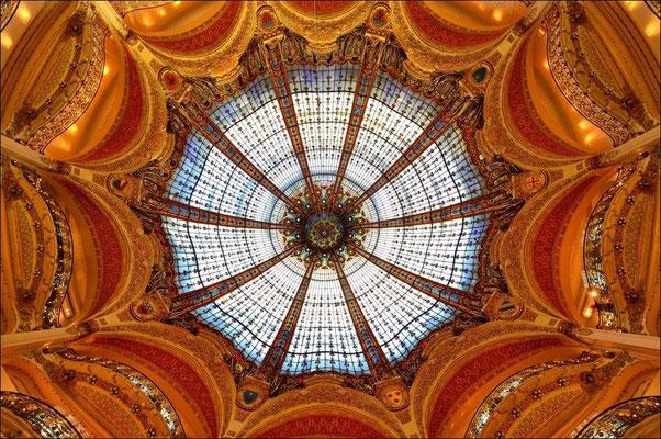 Glaskuppel gekrönten Jugendstil-Galeriehalle vom  La Fayette