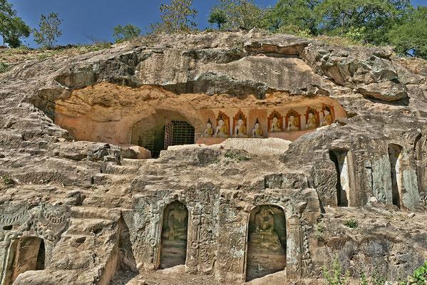 Höhlenkomplex Phowintaung, besteht aus 947 große und kleine reich verzierten Höhlen.       14.-18.Jahrhundert