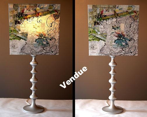 """""""O' Podo""""  140€ - Hauteur 81 cms - pied 17 cms - largeur 36 cms - bois noir et abat-jour création unique collages et peinture"""