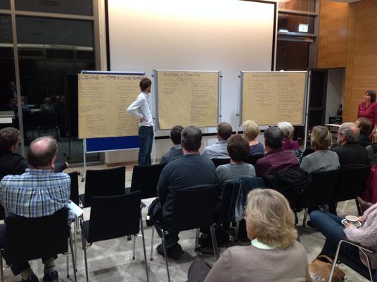 Daniel Bornmann präsentiert die Ergebnisse der Thementische