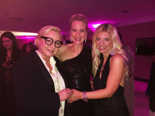 Schön war´s mit euch. Stefanie Bettendorf aus Köln, Gloria-Gewinnerin von 2017 (links) und Tanja Passmann von der Firma KLAPP Cosmetics.