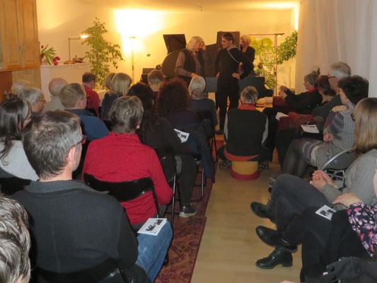 Größte Aufmerksamkeit der Zuhörerschaft für den Klangzauber...