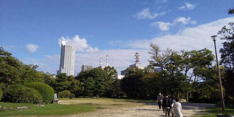 爽やかな秋晴れ 広島城内より望む 2020.9.27  seto