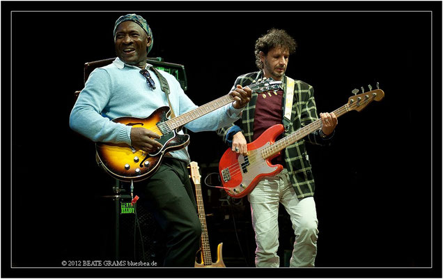"16 Roland Tchakounte & Laurent Legall (Cameroon) - Grand final: ""Hosted-Session"" - 23. Bluesfestival Eutin 2012 - Sonntag, 20. Mai"